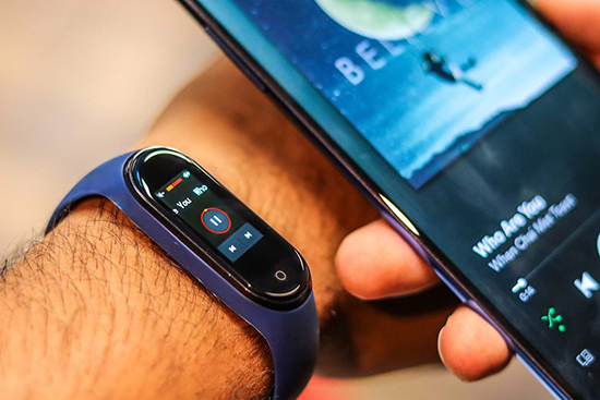 Бюджетный фитнес-браслет Xiaomi Mi Band 3 и бесконтактная оплата системой NFC Google Pay